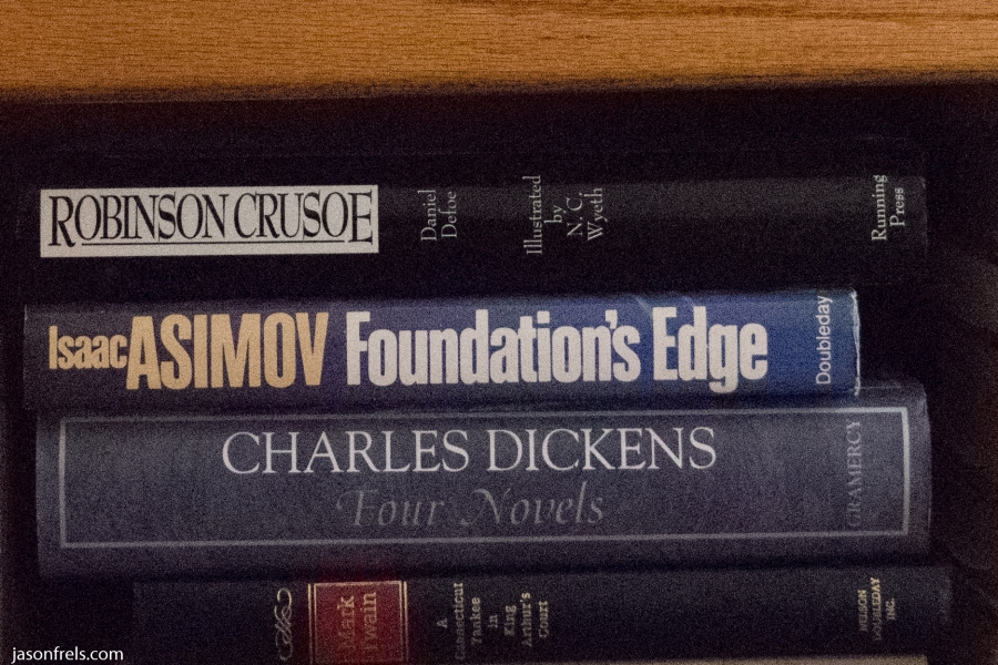 D5300-Books-ISO12800-crop