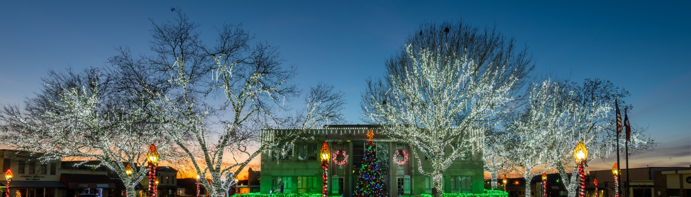 Burnet County Courthouse Christmas Decorations